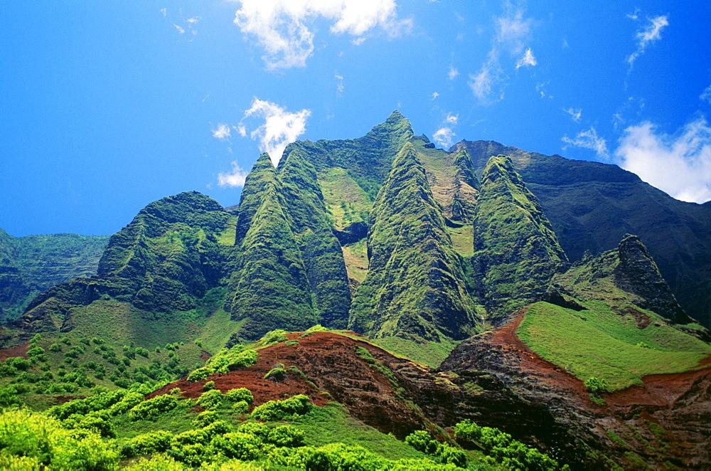 Hawaii, Kauai, NaPali Coast, Kalalau mountains, blue sky