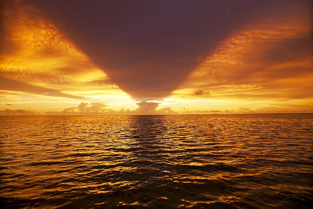 Tonga, Atata, Colorful sunrise B1674
