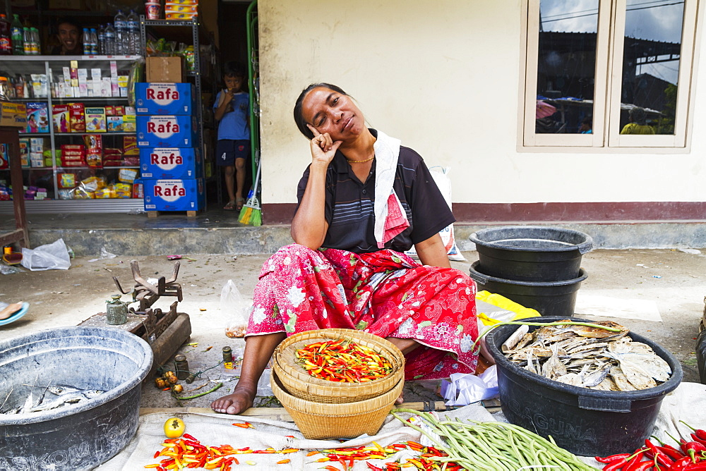Woman selling hot peppers at the weekly market, Semparu, Lombok, West Nusa Tenggara, Indonesia
