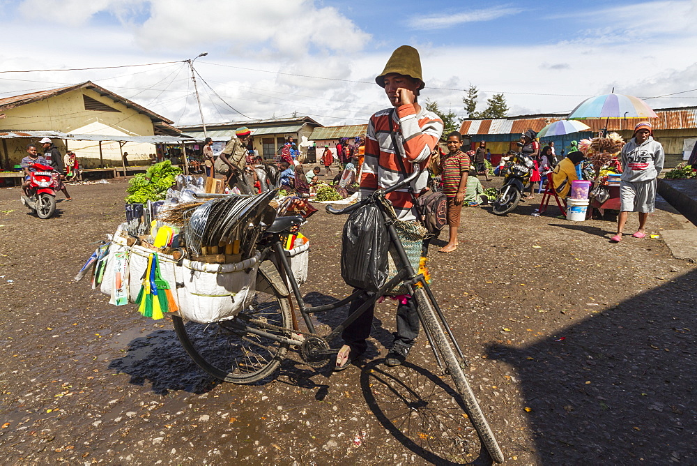 People at the market, Wamena, Papua, Indonesia - 1116-39358