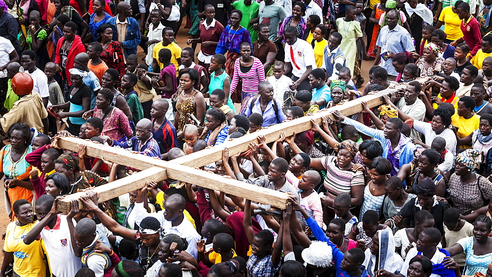 Thousands gather on Good Friday to walk through the streets and proclaim the Gift of God, Gulu, Uganda - 1116-39428