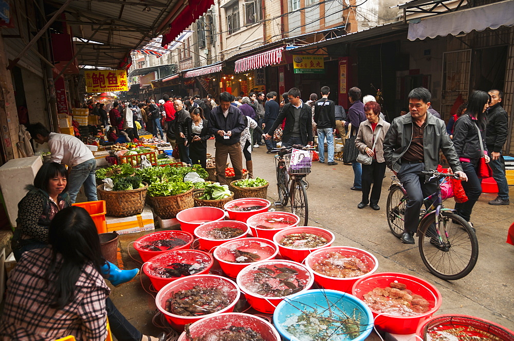 Bashi market, eighth market, a traditional Chinese market where we can find all different kinds of food, Xiamen, Fujian Province, China