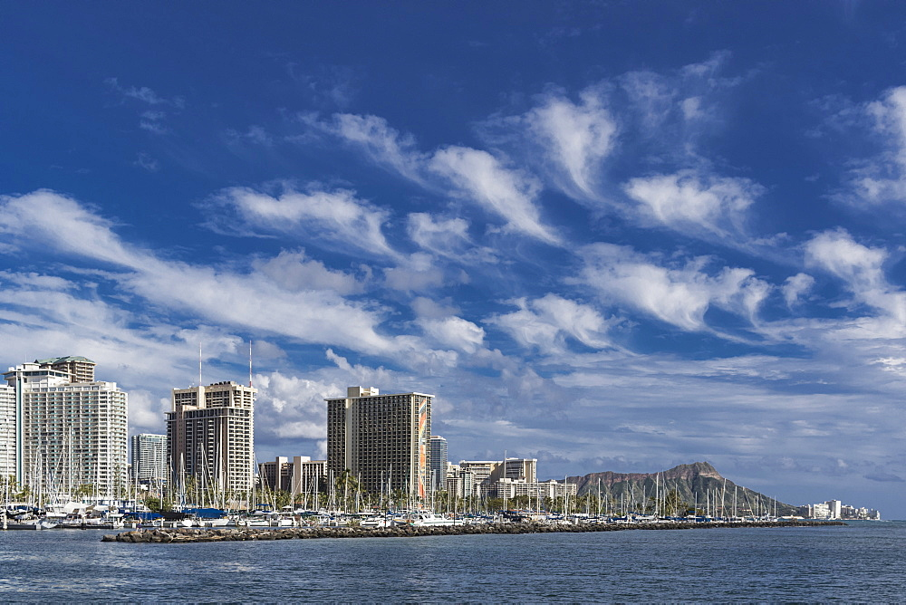 Mare's tails (cirrus uncinus clouds) over Waikiki, Honolulu, Oahu, Hawaii, United States of America