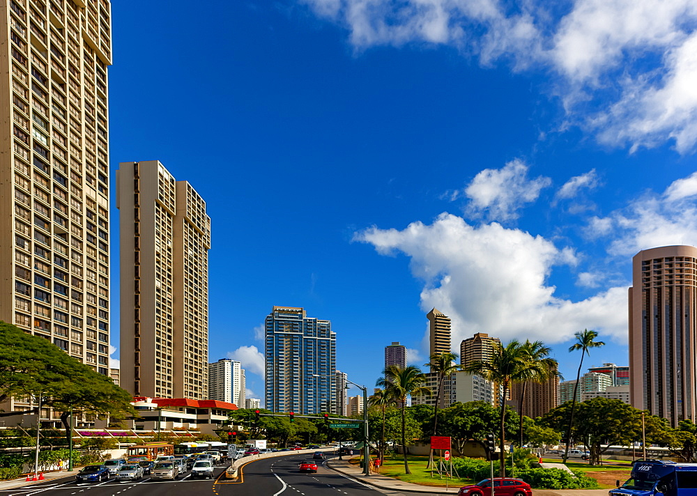 Busy roads in the tropical Hawaiian city of Honololu, Honolulu, Oahu, Hawaii, United States of America