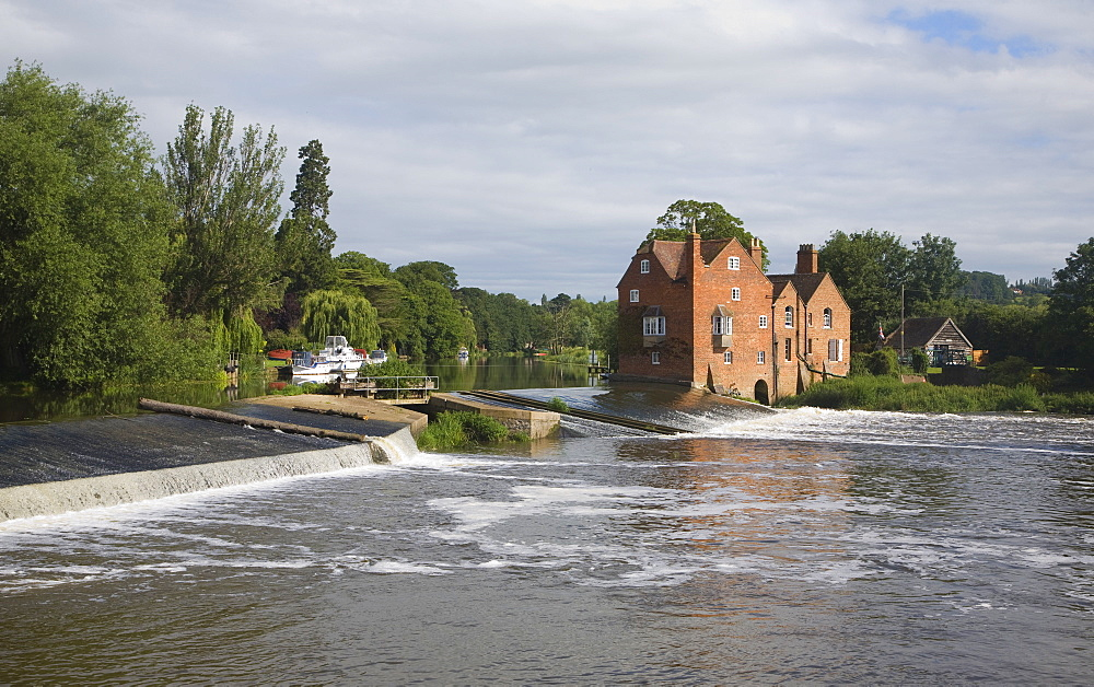 Cropthorne Mill on the River Avon at Fladbury, in the Vale of Evesham, Worcestershire, England, United Kingdom, Europe - 1121-15