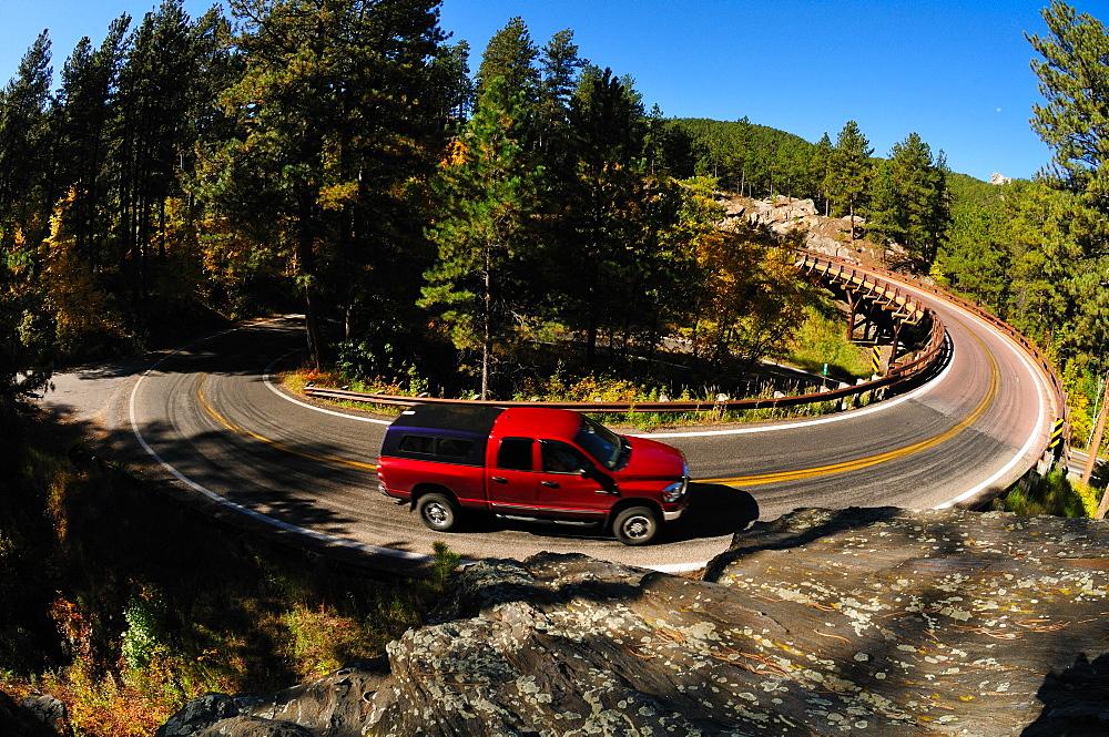 Car on the turn, Mount Rushmore, South Dakota, United States of America, North America