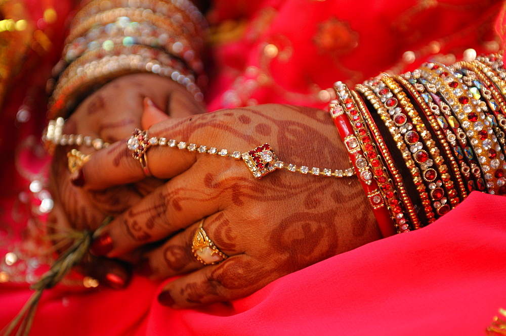 Henna and bangles on the bride in rural India, Odisha, India, Asia