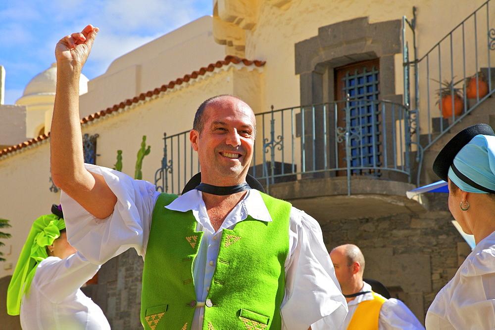 Traditional dancing at Pueblo Canaria, Las Palmas de Gran Canaria, Gran Canaria, Canary Islands, Spain, Atlantic, Europe - 1126-1520