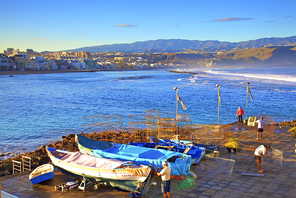 Fishermen at Playa de las Canteras Beach, Santa Catalina District, Las Palmas de Gran Canaria, Gran Canaria, Canary Islands, Spain, Atlantic Ocean, Europe