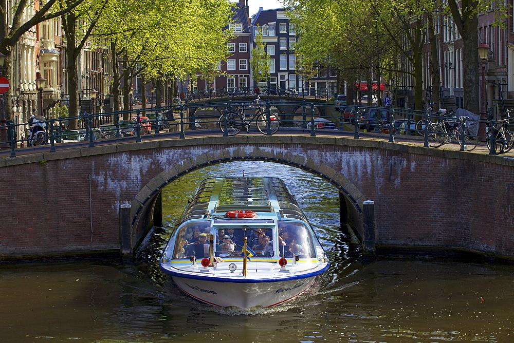 Tourist boat on Keizersgracht, Amsterdam, Netherlands, Europe