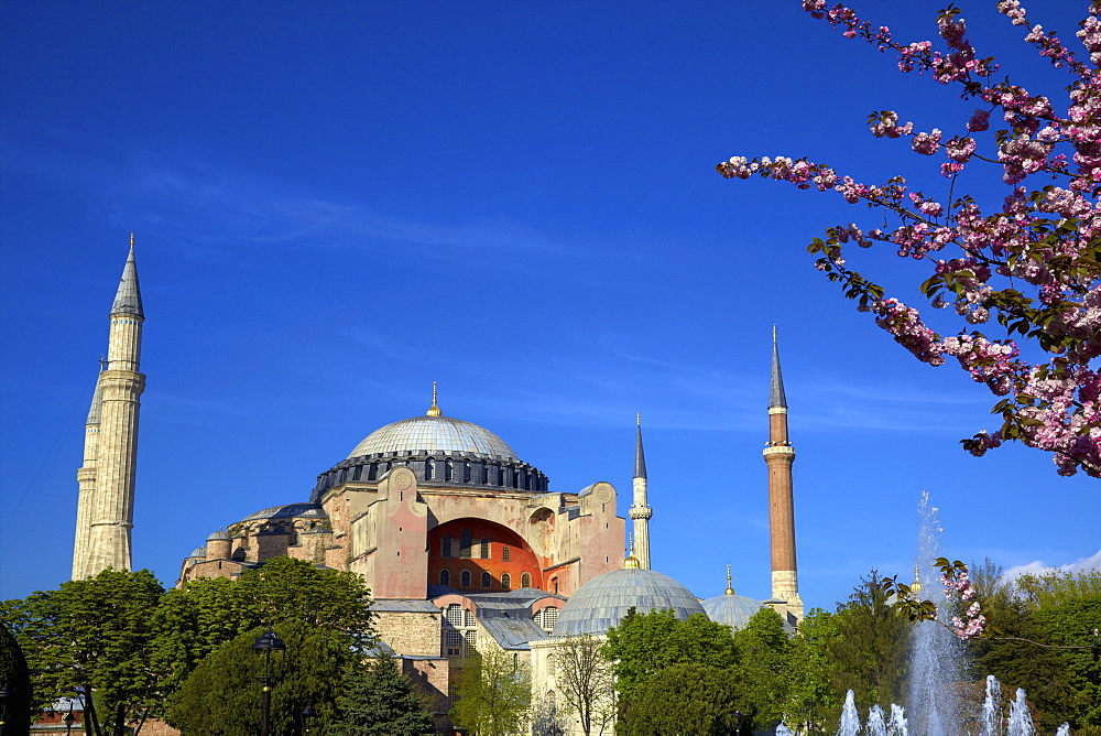 Hagia Sophia (Aya Sofya) (The Church of Holy Wisdom), UNESCO World Heritage Site, Istanbul, Turkey, Europe