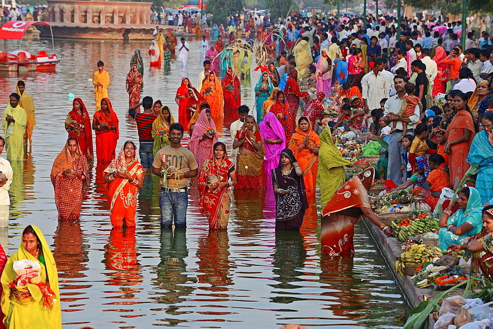 Hindus during the Chhath festival, New Delhi, India / New Dehli, Hindu festival