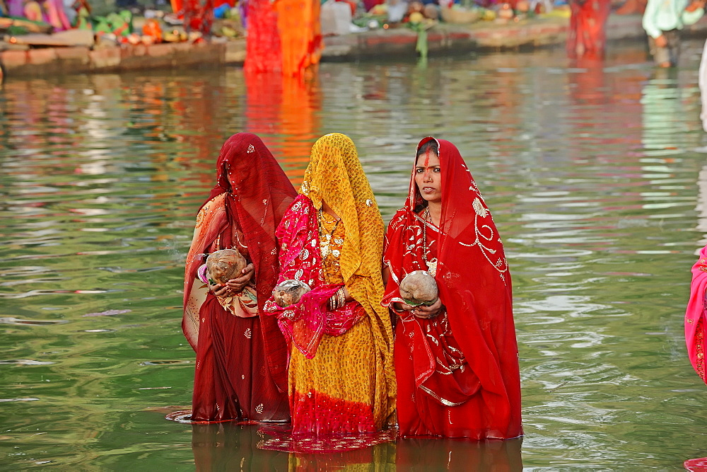 Hindu women at the Chhath festival, New Delhi, India / New Dehli, Hindu festival, indian women