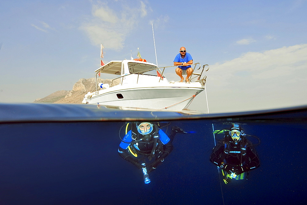 Divers under water, submersible, equipment, diving gear, scuba diving, Favignana, Aegadian Islands, Sicily, Italy / Isola Egadi