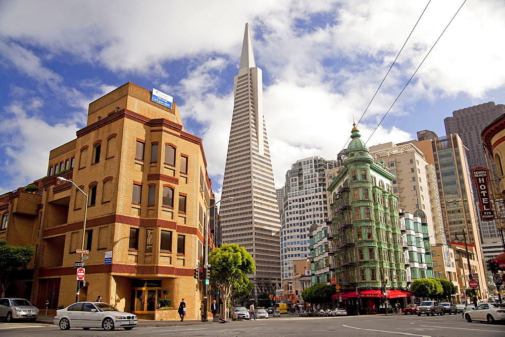 Transamerica Pyramid, Sentinel Building, Cafe Zoetrope, Columbus Avenue, San Francisco, California, USA / Columbus Tower