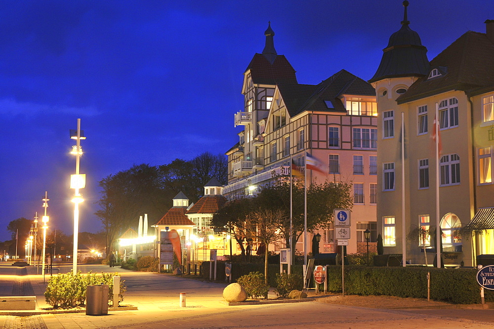 Hotel House at the Sea, promenade, Ostseeallee, Kuhlungsborn, district Rostock, Mecklenburg-Vorpommern, Germany / Kühlungsborn, Haus am Meer