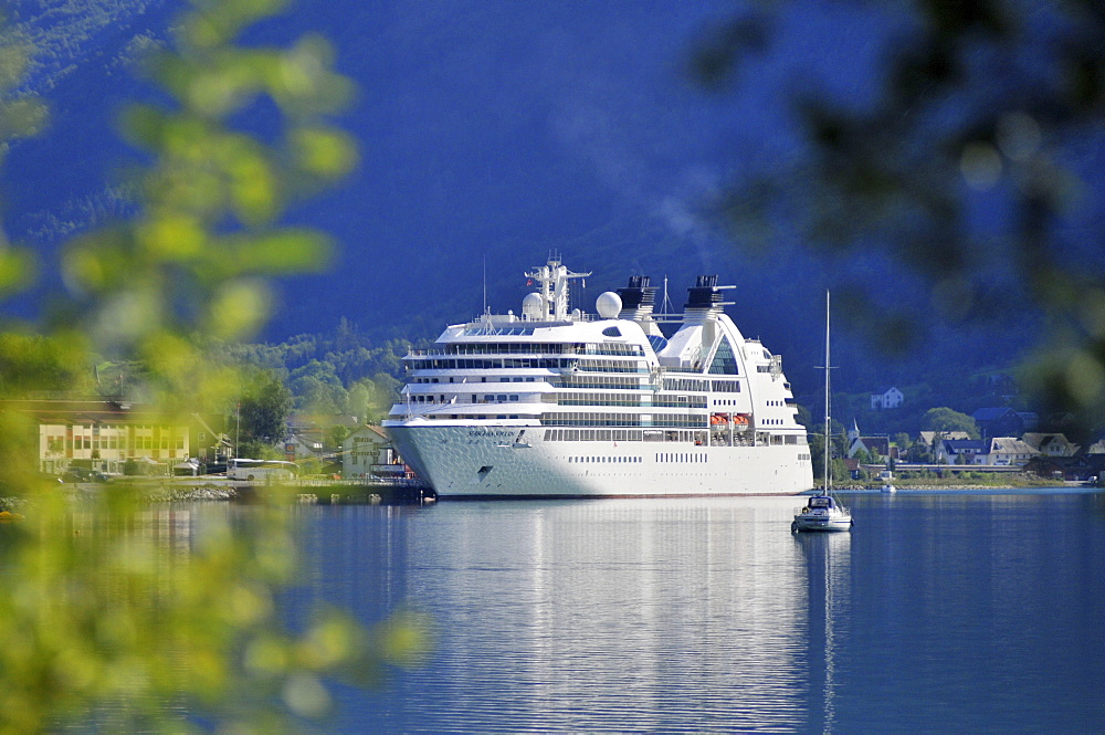Seabourn Sojourn, cruiser liner, cruise ship, Olden, Nordfjord, Norway