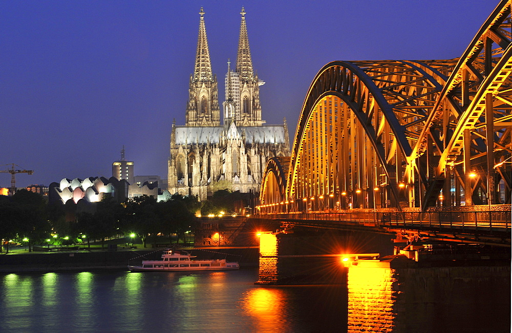 Cologne Cathedral, Hohenzollern Bridge, Rhine, old town, Cologne, North Rhine-Westphalia, Germany / Köln, Kolner Dom, Kölner Dom, Hohenzollernbrucke, Hohenzollernbrücke