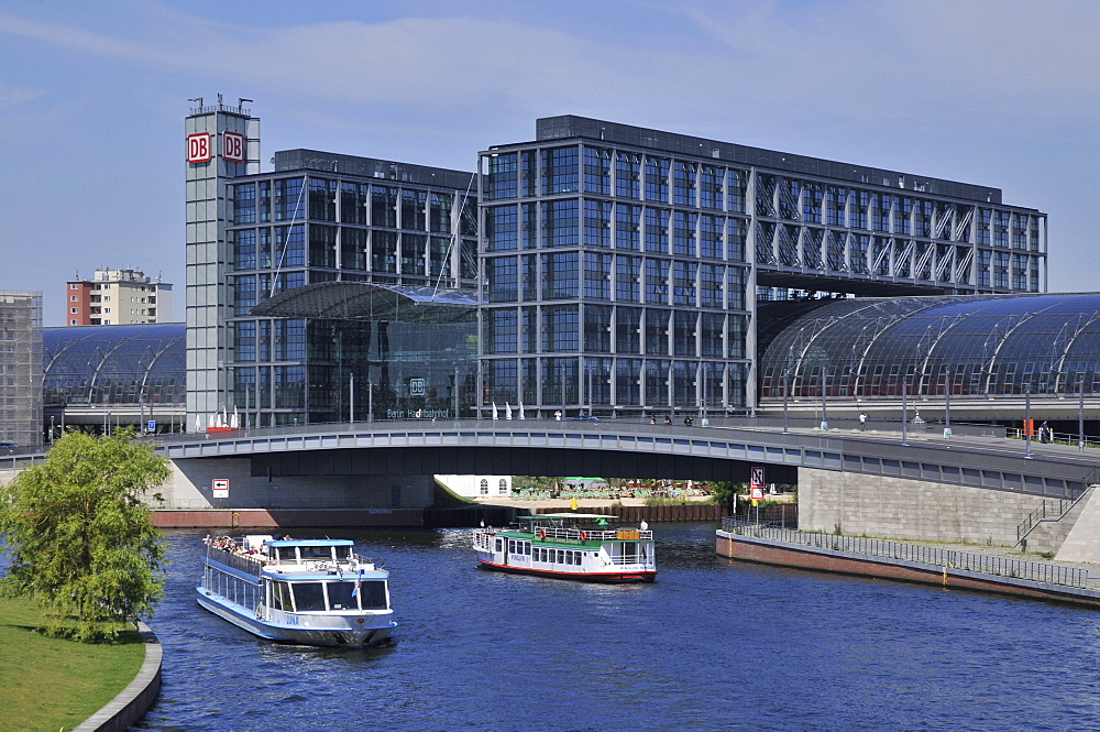 Main station, central terminal, excursion steamer, Spree, Mitte, Berlin, Germany