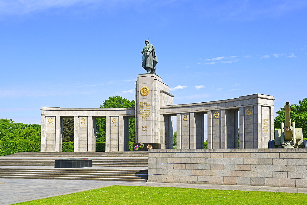 Soviet War Memorial to the Red Army soldiers fallen during World War II, Berlin, Germany