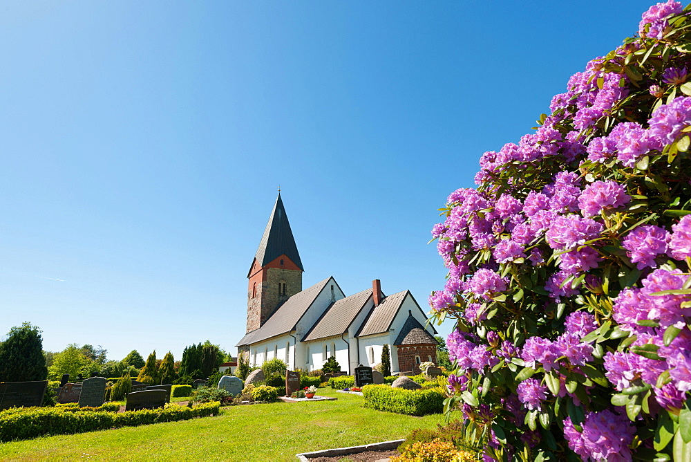 St Mary's Church, cemetry, Hattstedt, North Frisia, Schleswig-Holstein, Germany