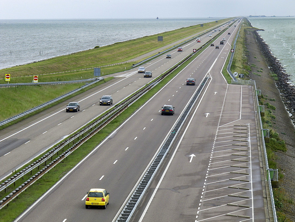 enclosure dam, Waddenzee, IJsselmeer, North Holland, Netherlands, traffic