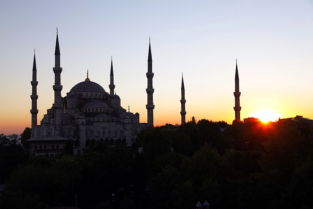 Sunset behind Blue Mosque (Sultan Ahmet Camii), Istanbul, Turkey, Europe