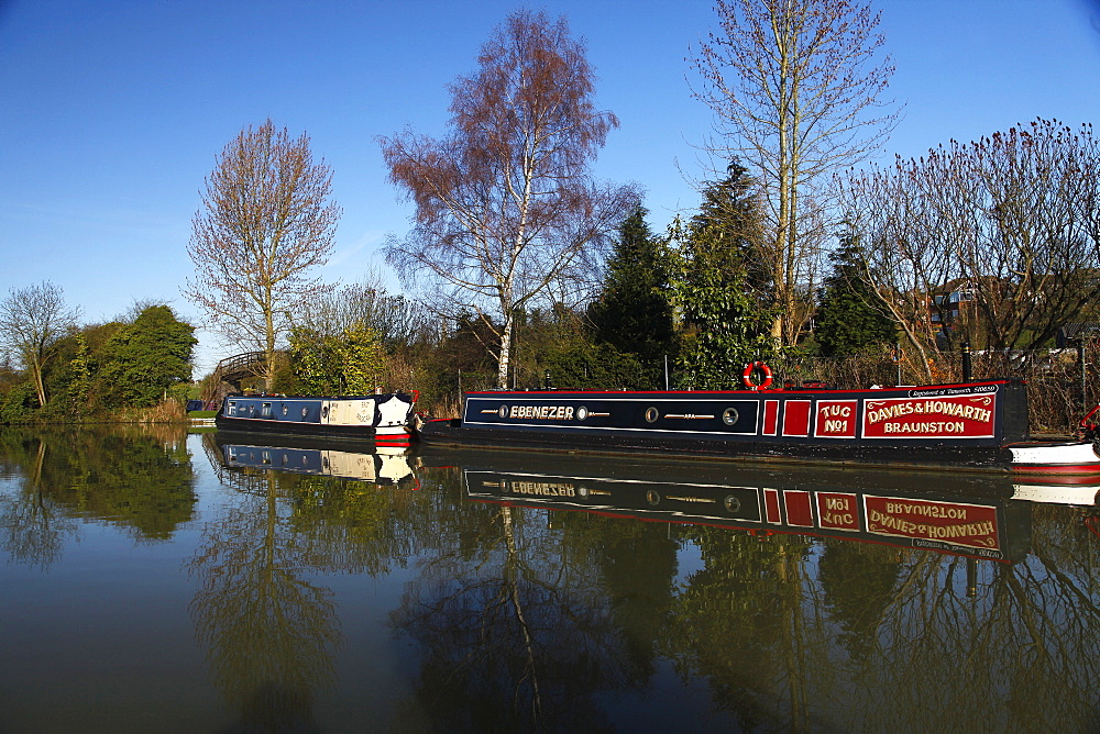 Narrow boats and reflections, Northamptonshire, England, United Kingdom, Europe