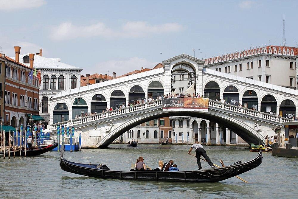Rialto Bridge and gondola, Venice, UNESCO World Heritage Site, Veneto, Italy, Europe