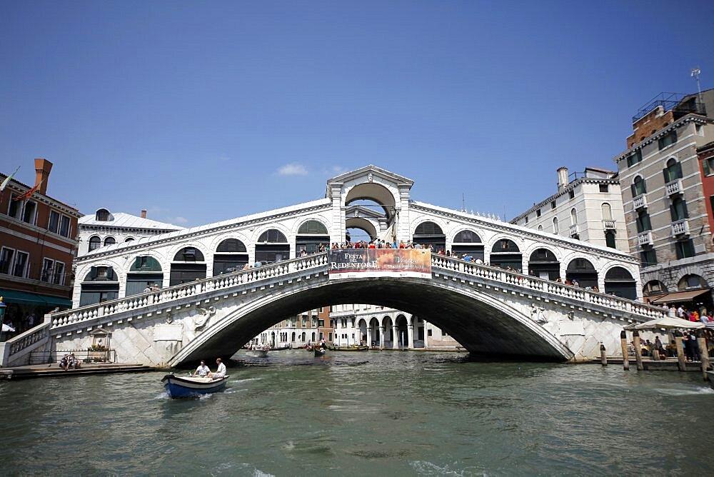 Rialto Bridge over Grand Canal, Venice, UNESCO World Heritage Site, Veneto, Italy, Europe