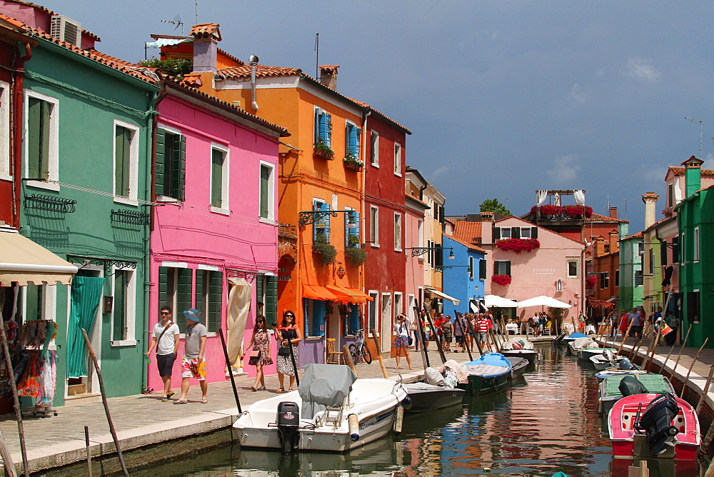 COLOURED HOUSES & BOATS ON CANALBURANO, VENICE, ITALYBURANOBURANO, VENICE, ITALY03 August 2014DIG24272