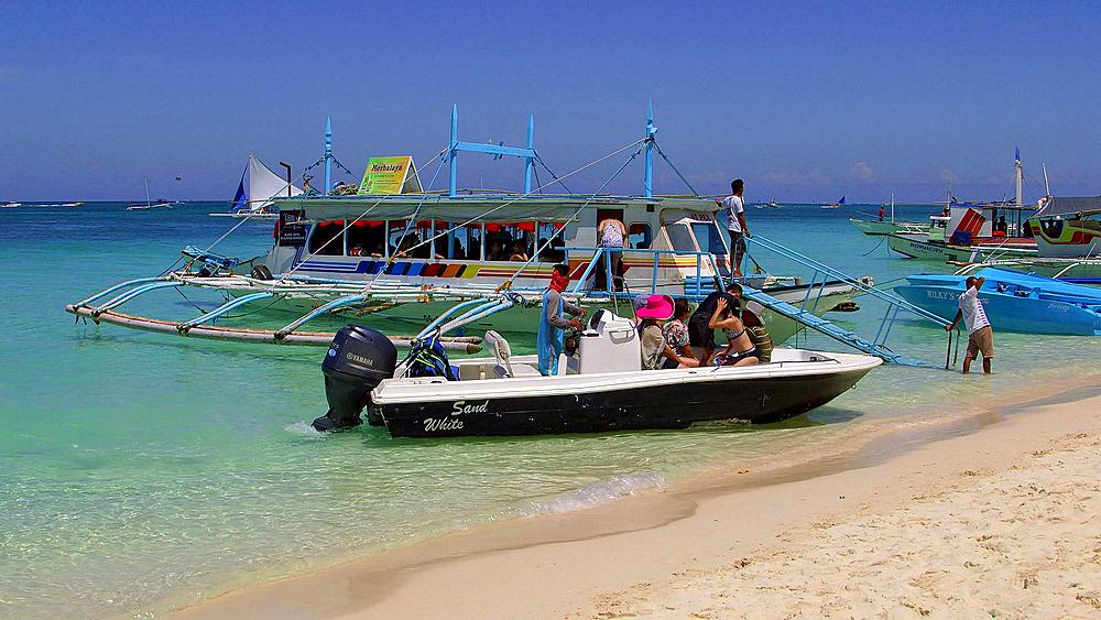 Tourists disembark speed boat, Boracay Island, Philippines