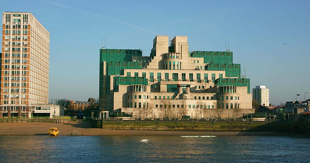Mi6 secret intelligence service building; lambeth, london