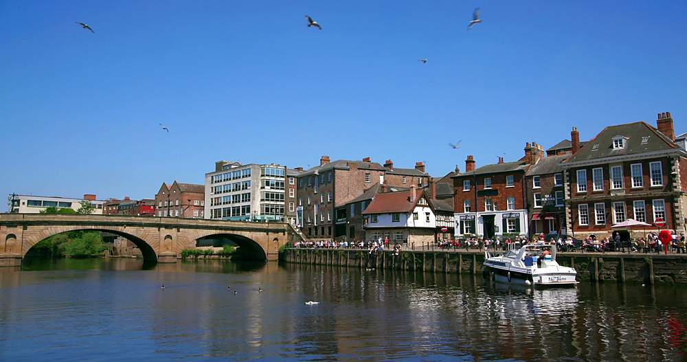 Ouse bridge & kings arms public house, york city centre, York, North Yorkshire, United Kingdom - 1130-6444