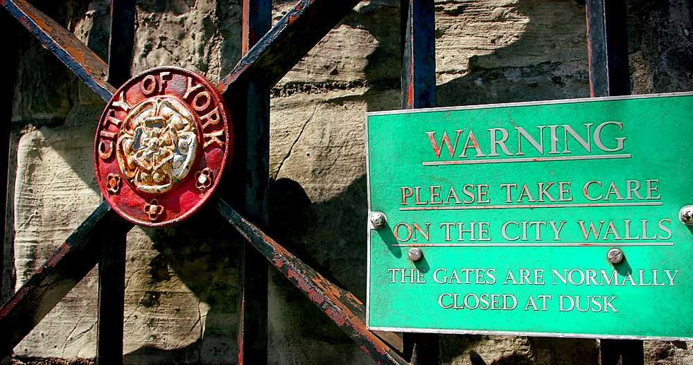 City of york wall gate warning sign, york city centre, York, North Yorkshire, United Kingdom - 1130-6451