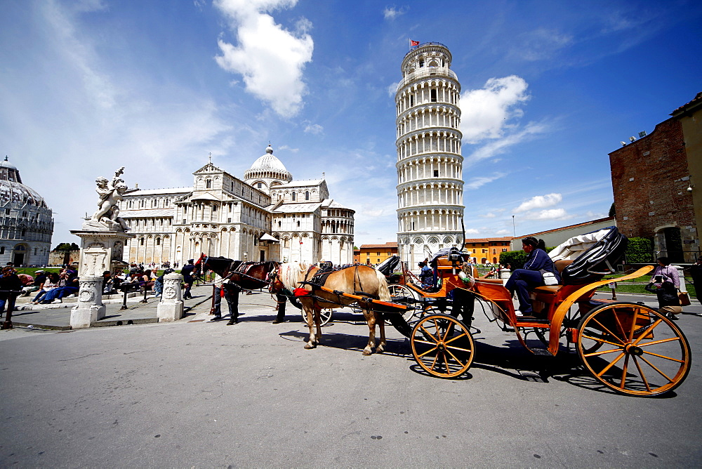 Horse and carriage at Leaning Tower with cathedral behind Pisa, UNESCO World Heritage Site, Tuscany, Italy, Europe