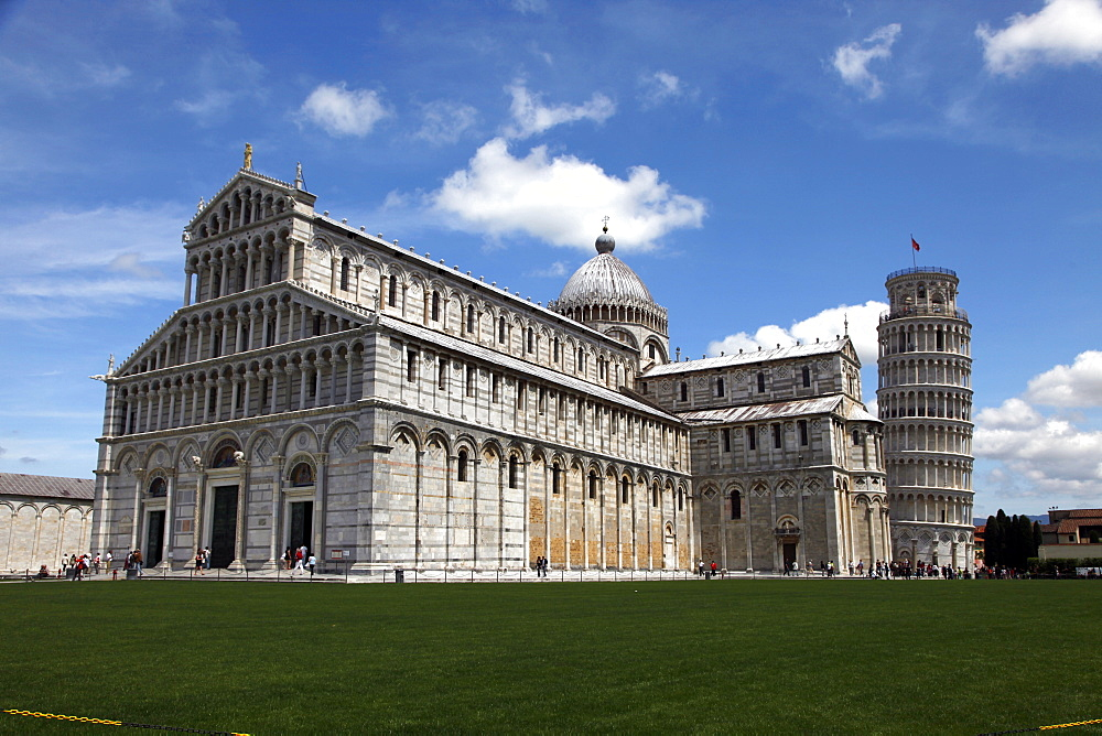 St Mary's Cathedral and Leaning Tower, Pisa, UNESCO World Heritage Site, Tuscany, Italy, Europe