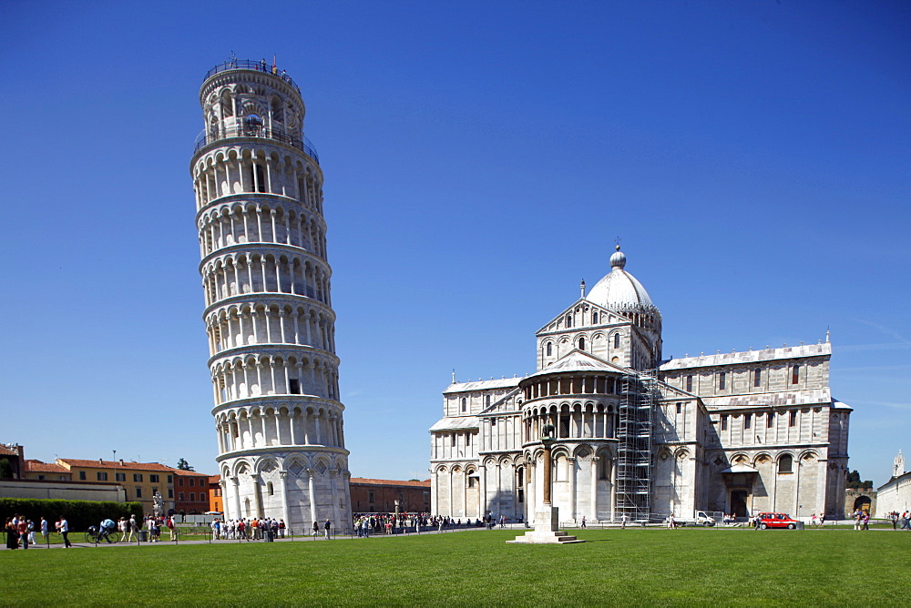 Leaning Tower and St. Mary's Cathedral, UNESCO World Heritage Site, Pisa, Tuscany, Italy, Europe