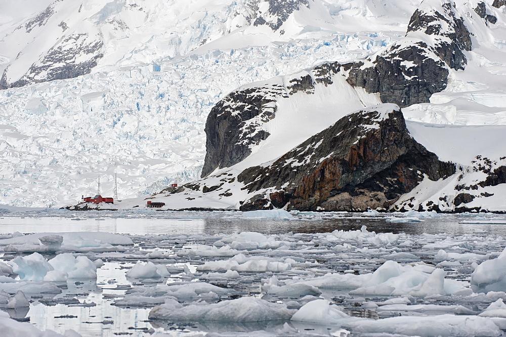 Bahia Paraiso (Paradise Bay), Almirante Brown Argentinean station, Antarctic Peninsula, Antarctica, Polar Regions