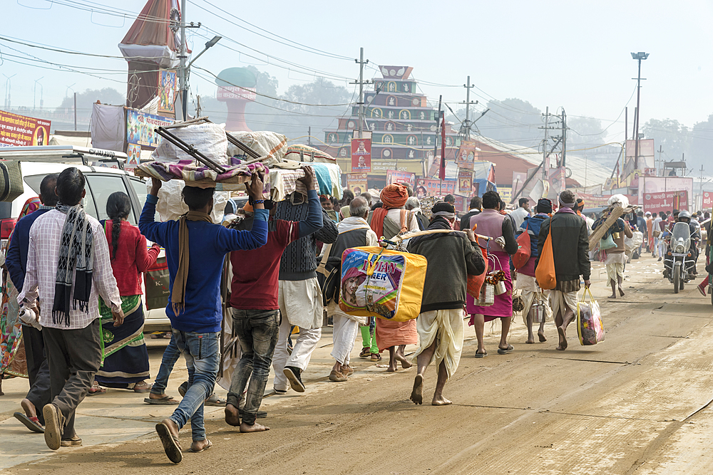 Pilgrims during the Allahabad Kumbh Mela, World's largest religious gathering, Allahabad, Uttar Pradesh, India, Asia