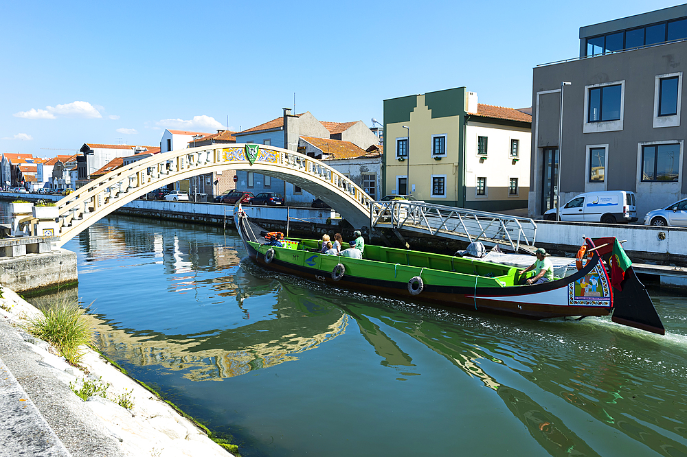 Moliceiro navigating on the Sao Roque Canal and Carcavelos bridge, Aveiro, Venice of Portugal, Beira Littoral, Portugal