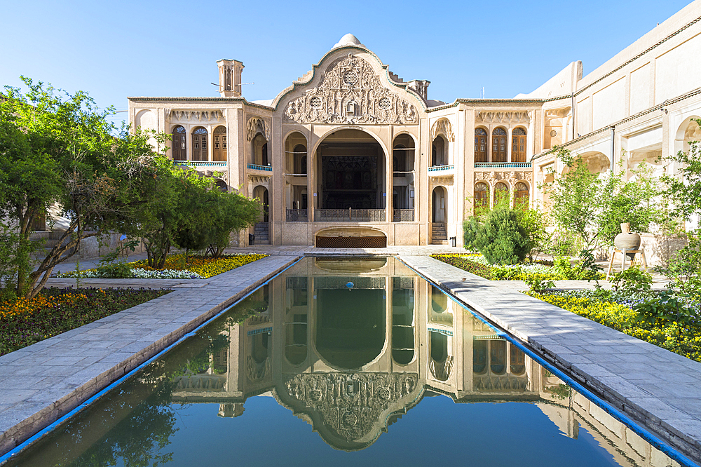 Borujerdi House, Courtyard and pond, Kashan, Isfahan Province, Islamic Republic of Iran, Middle East