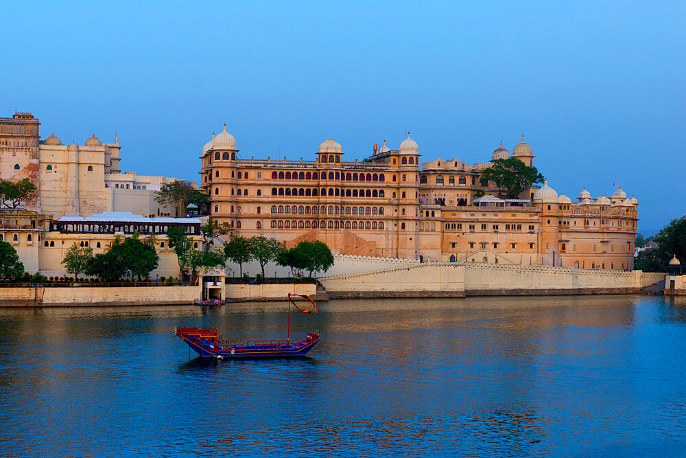 City Palace and lake Pichola, Udaipur, Rajasthan, India - 1131-1311