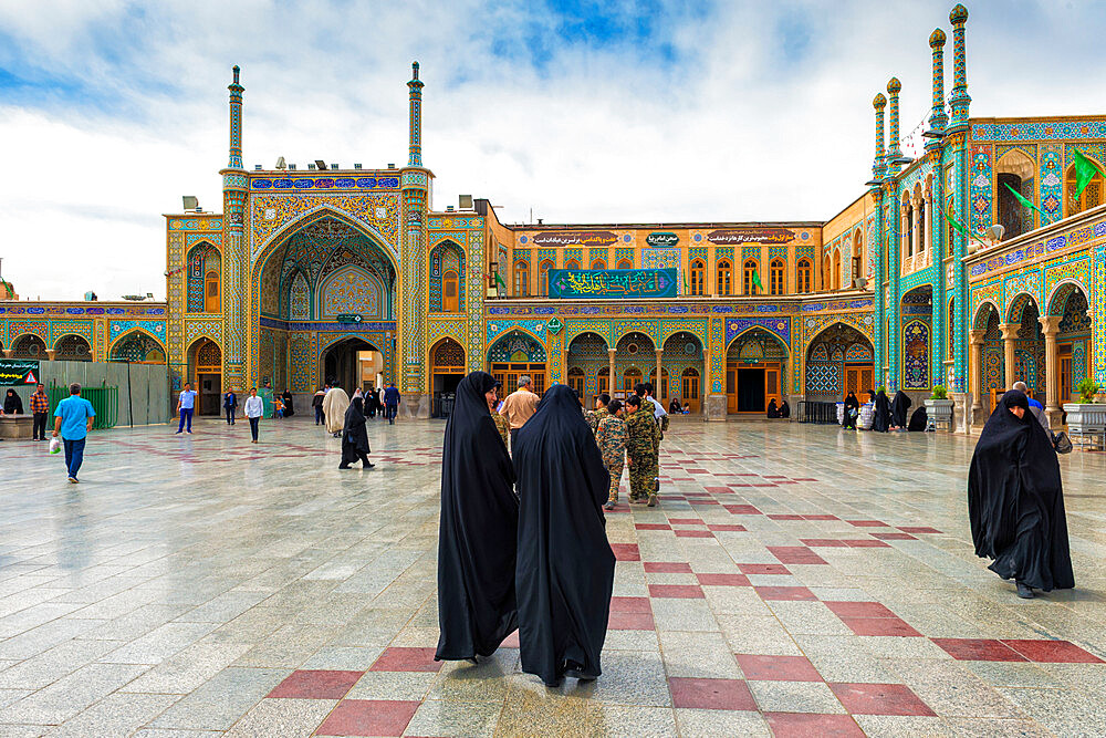 Pilgrims, Hazrat-e Masumeh, Shrine of Fatima al-masumeh , Qom, Iran - 1131-1343
