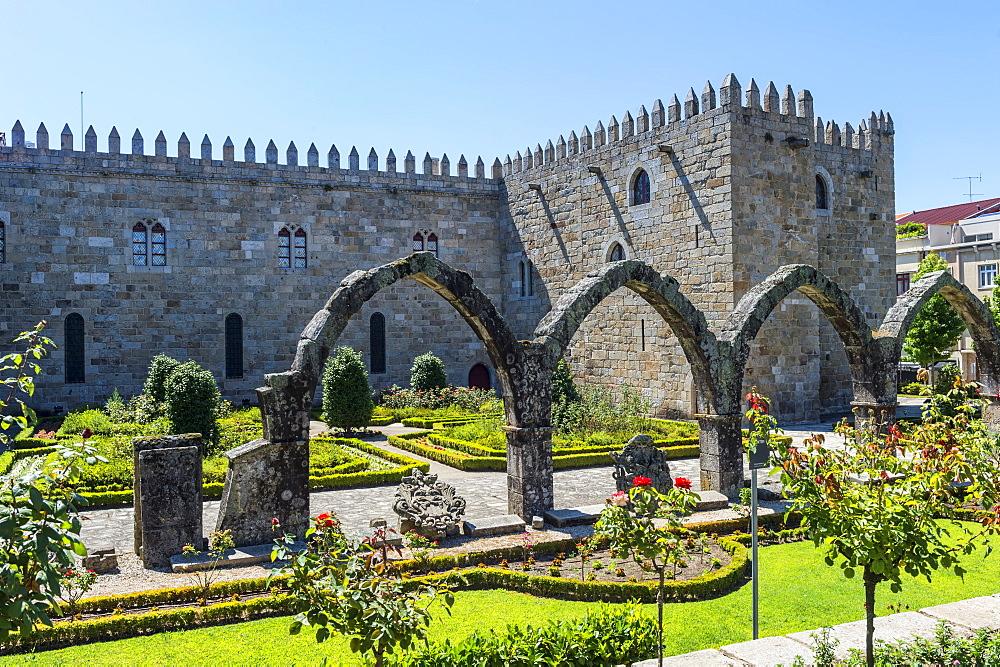 Santa Barbara garden near the walls of the Old Palace of the Archbishops, Braga, Minho, Portugal, Europe - 1131-1440