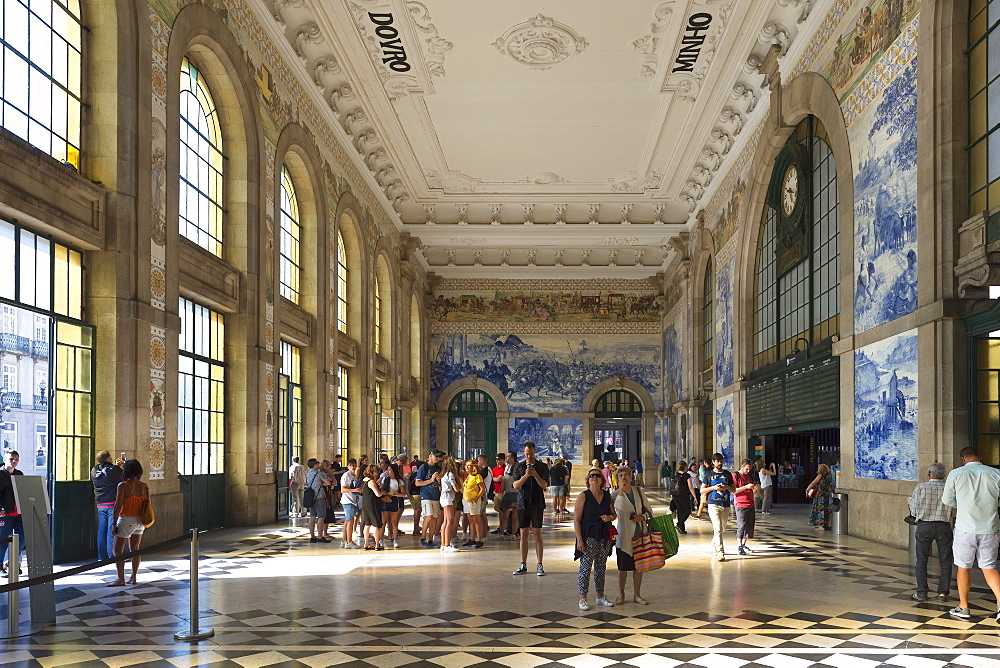 Sao Bento railway station decorated with azulejos, Porto, Portugal, Europe