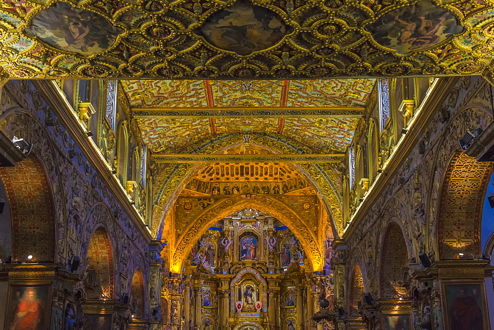 Interior, San Francisco Church and Convent, Quito, UNESCO World Heritage Site, Pichincha Province, Ecuador, South America