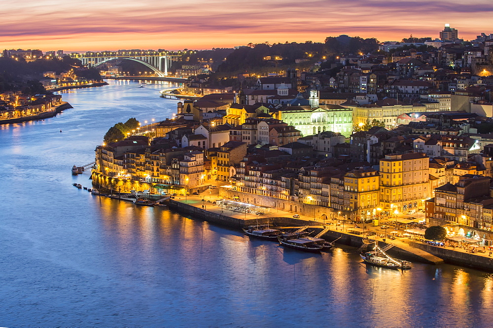 Douro River and Ribeira at sunset, UNESCO World Heritage Site, Oporto, Portugal, Europe