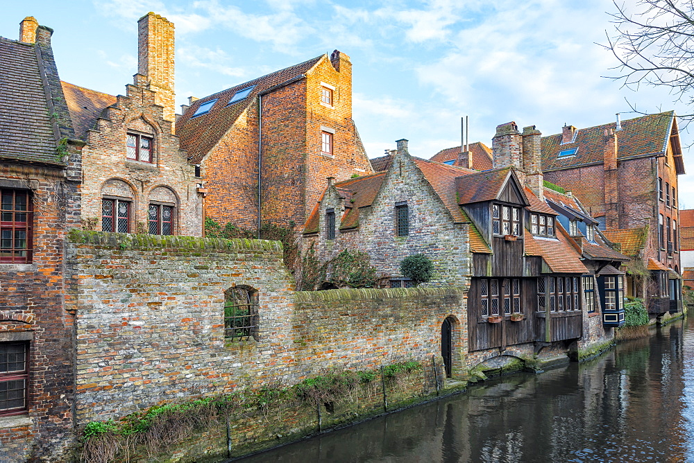 Houses along a canal, Historic center of Bruges, UNESCO World Heritage Site, Belgium, Europe