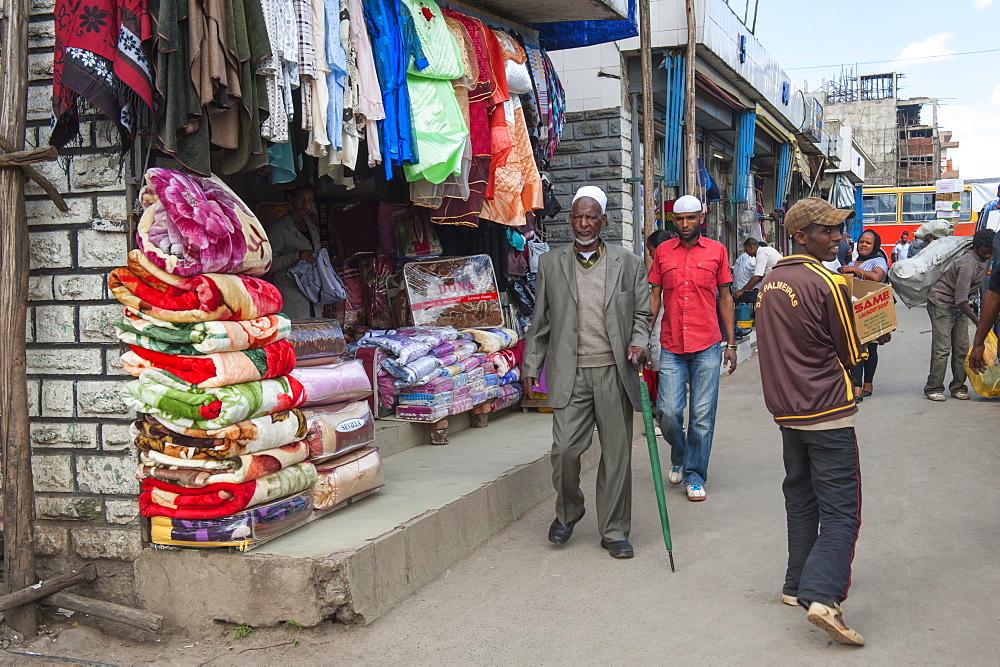 Market street scene, Mercato of Addis Ababa, Ethiopia, Africa
